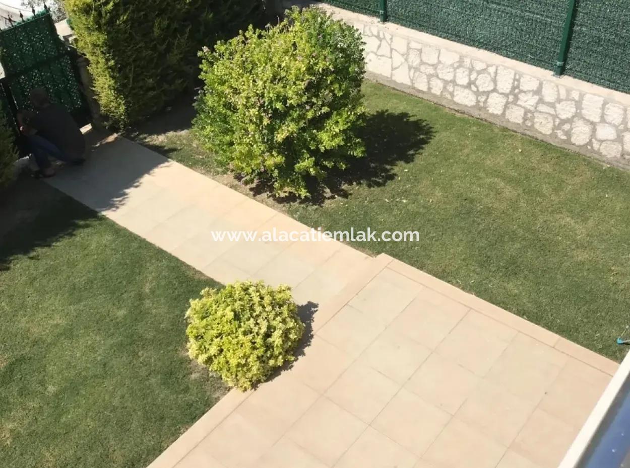 Alaçatı'Da Geniş Bahçeli Müstakil Havuzlu Villa