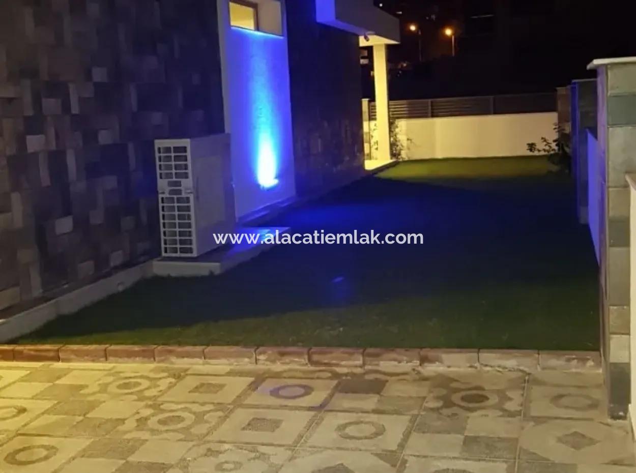 Çeşme Çiftlik'Te Satılık Havuzlu Müstakil Villa