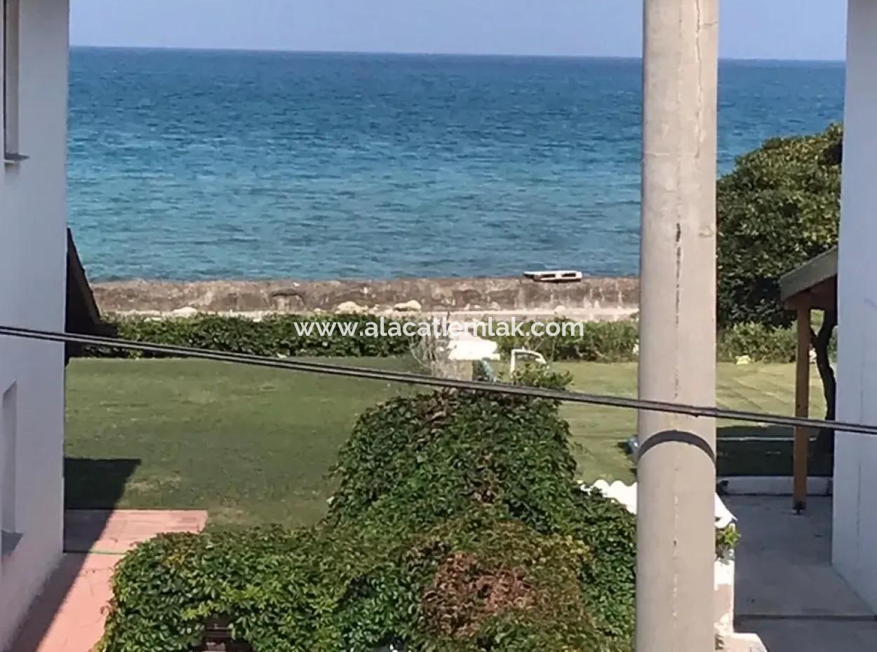 Çeşme Ilıca Yıldızburnunda Denize 50 M. Mesafede Satılık Villa