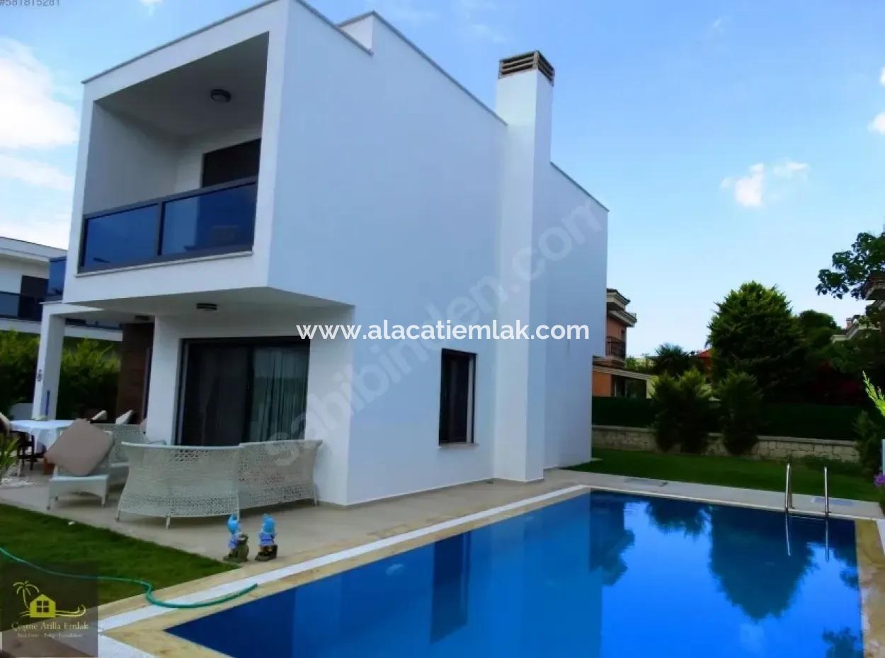 Çeşme Ilıcada Müstakil Havuzlu Satılık Lüx Villa