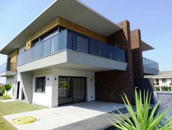 Çeşme'De Satılık Havuzlu Lüks Sıfır Villa