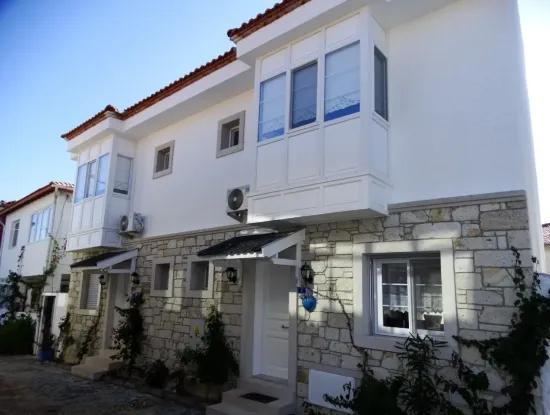 Alaçatı'da Yaz Sezonu İçin Aylık Kiralık Eşyalı Villa