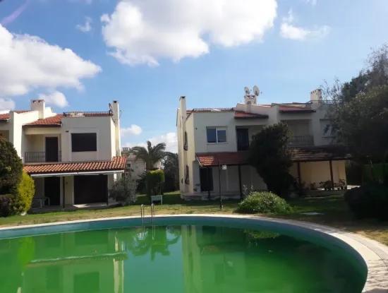 Alaçatı Göbene'De Havuzlu Sitede Satılık 4+1 Dublex Villa
