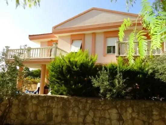 Alaçatı Hacımemiş'te Sezonluk Kiralık Dublex Villa