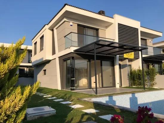 Çeşme Çiftlik'Te Müstakil Havuzlu 4+1 Lüks Villa