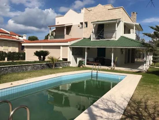 Çeşme Boyalık'Ta Sezonluk Kiralık Müstakil Havuzlu Villa