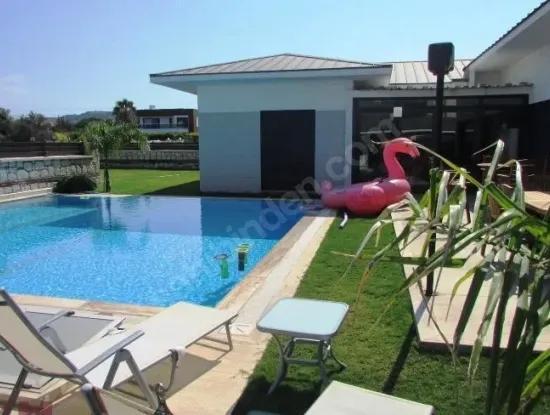 Çeşme Mamurbaba'Da Satılık Tek Müstakil 4+1 Villa