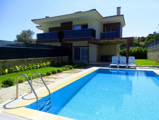 Çeşme'de Aylık Kiralık Müstakil Havuzlu Villa