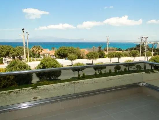 Çeşme'De Deniz Manzaralı Eşyalı Kiralık Geniş Daire