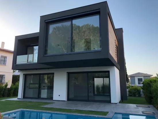 Alaçatı'Da Satılık Müstakil Havuzlu Lüks Villa