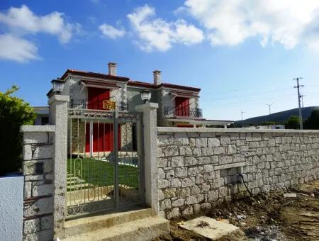 Alaçatı'Da Satılık Lüks 4+1 Taş Ev