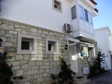 Alaçatı Köyiçinde Yaz İçin Sezonluk Kiralık Full Eşyalı Villa