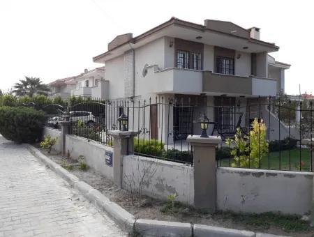 Çeşme Şifne'de Full Eşyalı Geniş Bahçeli Müstakil Villa