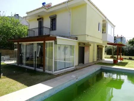 Alaçatı'Da Satılık Havuzlu Dublex Villa
