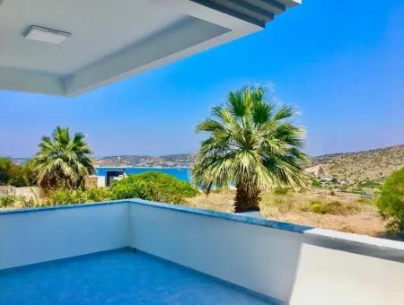 Çeşme Fener Mevkiinde Satılık Deniz Manzaralı Triplex Villa